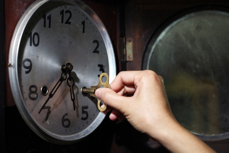 hand wind a clock