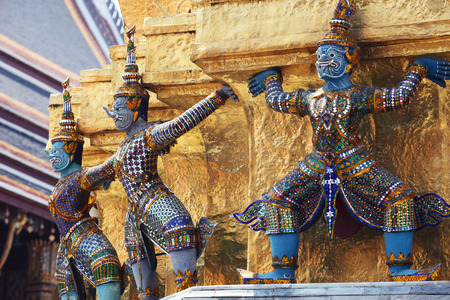 demons which support golden chedi,royal palace,bangkok THAILAND Imagens