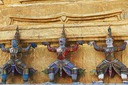 demons which support golden chedi,royal palace,bangkok THAILAND Banco de Imagens