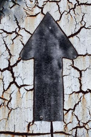 seguir adelante: grunge adelante signo Foto de archivo