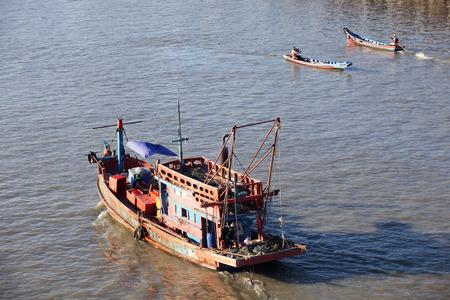 pattani thailand: Pattani, Tailandia �MAY 4: Paisaje del r�o de Pattani, el negocio principal se fishering industry.MAY 4, 2015 Pattani, Tailandia Foto de archivo