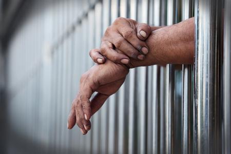 감옥에 손 스톡 콘텐츠