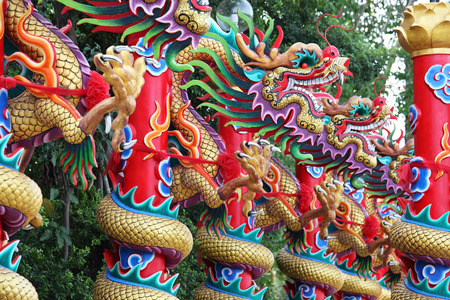style: chinese style dragon statue