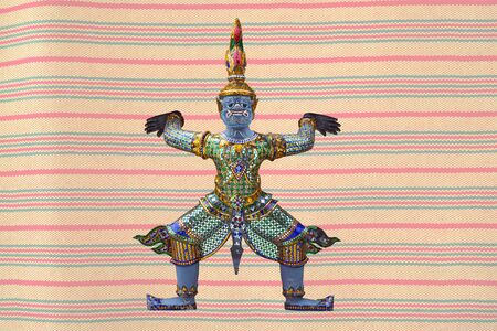 パステル カラーの背景に伝統ラーマーヤナ悪魔。