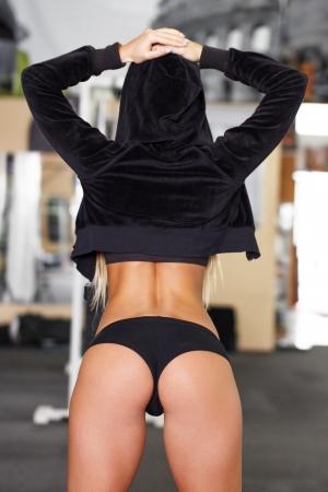 hintern: Sexy Fitness-Modell, perfekt Hintern, Fitnessraum Lizenzfreie Bilder