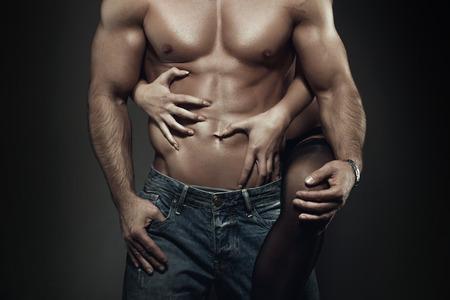 man and woman sex: Сексуальная молодая пара тело ночью, женщина объятия человек абс Фото со стока