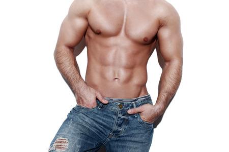 männer nackt: Reizvoller muskulöser Mann Körper, posiert auf weiße Wand