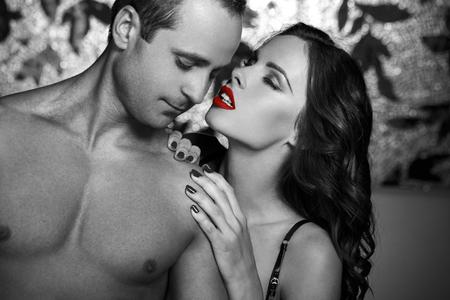 45610215-foreplay-pares-atractivos-en-estilo-colorante-selectivo-labios-rojos-blanco-y-negro.jpg?ver=6