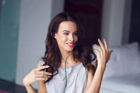 teleconference: Casual brunette woman with headset, explain, customer support from home, online job