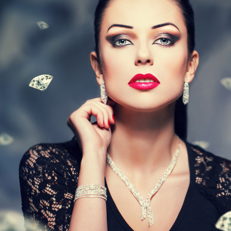 diamond necklace: Beautiful woman with necklace and bracelet and earrings, diamond background, vintage style