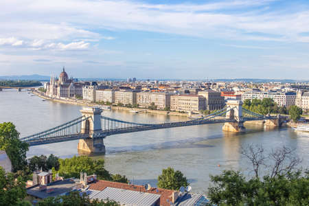 Szechenyi chain bridge with river Danube, Budapest, Hungary 新闻类图片