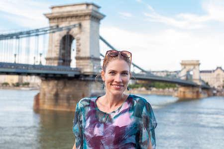 Happy young woman posing at Chain Bridge, Budapest, Hungary 免版税图像
