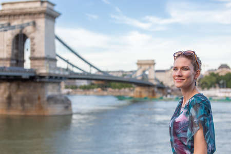 Young caucasian woman posing at Chain Bridge, Budapest, Hungary 免版税图像