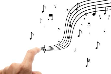 handen met muzieknoten op een witte achtergrond