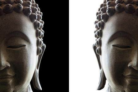 cabeza de buda: Cabeza de Buda en el fondo blanco y negro Foto de archivo