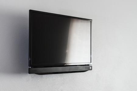 Noir écran LCD ou LED TV accroché sur un mur de fond