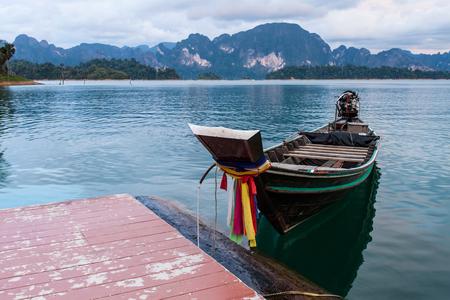 sok: Longtail boat in lake . Ratchaprapha Dam at Khao Sok National Park, Surat Thani Province, Thailand.