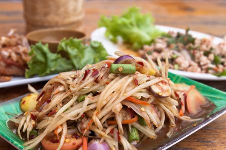 緑のパパイヤのサラダ「ソムタム」スパイシーな挽肉サラダ、タイ料理 写真素材