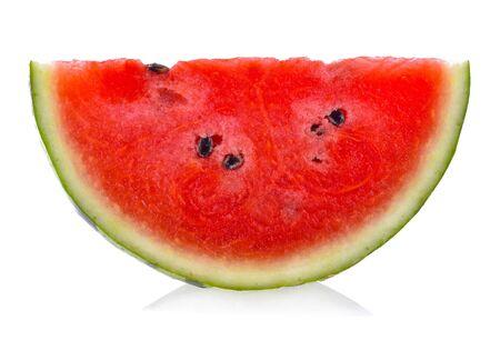 Geschnitten von der Wassermelone lokalisiert auf weißem Hintergrund. Standard-Bild