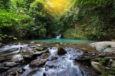 日の出秋の滝の風景です。 Toandeng 滝、スリ Phangha 国立公園、南部タイで目的地を旅行します。