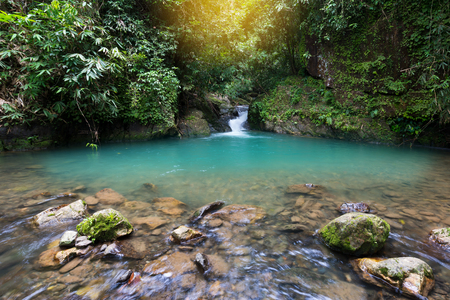 日の出滝の風景です。 Toandeng 滝、スリ Phangha 国立公園、南部タイで目的地を旅行します。 写真素材