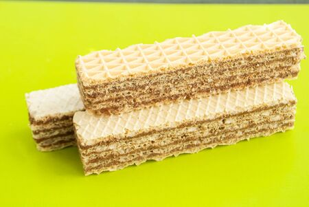 Wafers with chocolate filling on a green background 版權商用圖片