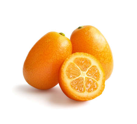 Kumquat isolated on white background . Two kumquat fruits with one juicy sliced part 免版税图像