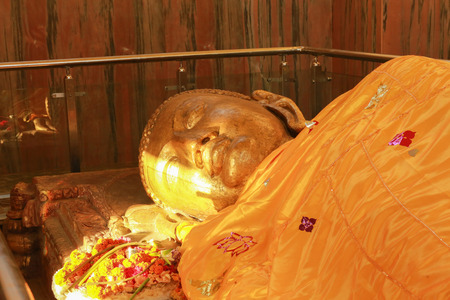 Kushinagar is another principal centre of Buddhism, worth a sincere admiration, is the place where Lord Buddha passed away at this place near the Hiranyavati River and was cremated at the Ramabhar stu