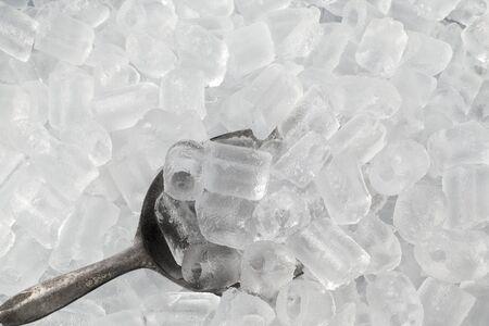 alimentos congelados: Tubo de hielo en el cubo Foto de archivo