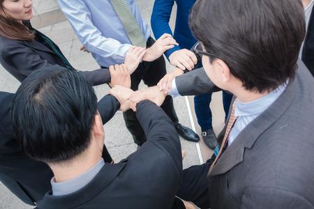 グループ事業を作る手がチームワークの連携の概念