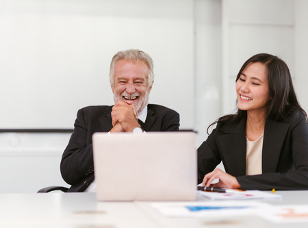 Happy business people in modern office Imagens