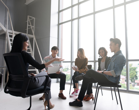 casual business woman having business meeting with his staff. advice and explaining