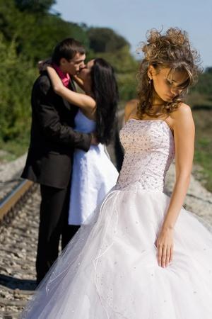 夏季には屋外の若い美しい花嫁の肖像画 写真素材