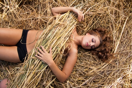 bale: portrait of beautiful young woman in countryside Stock Photo