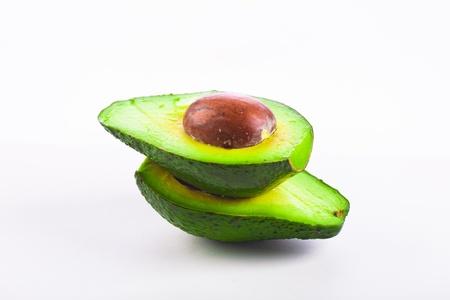 Frische Avocado-Frucht isoliert über weißem Hintergrund