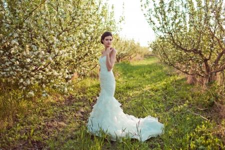 美しいブルネットの花嫁の肖像画