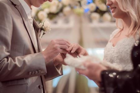 結婚式で新郎新婦