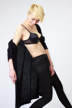 sholders: Pretty short-hair girl posing on cam