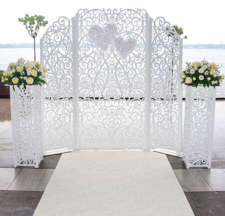 mariage Festive dentelle blanche autel