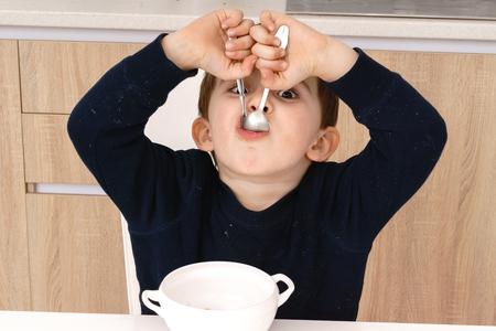 Happy little boy having healthy breakfast Imagens - 76674719