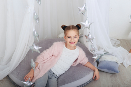 portrait of smiling little girl in white christmas decorations Imagens