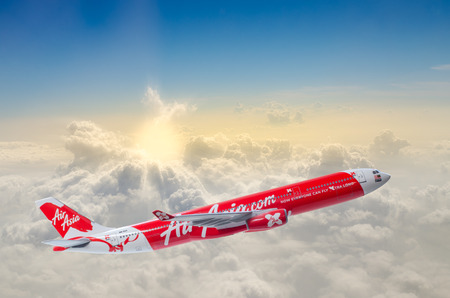 Thai air asia. Landing to Bangkok airport from Hong Kong Editöryel