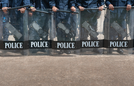 police Training in the use of batons to control crowds. Banque d'images