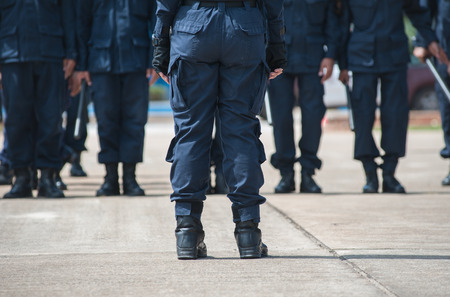 police Training in the use of batons to control crowds. Standard-Bild