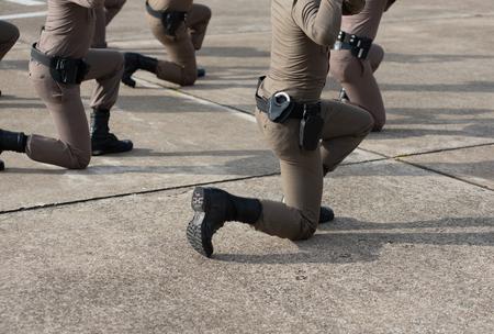 Police tactical firearms training outdoors. Standard-Bild
