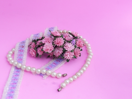 bolus: Pearl Bracelet, Lace and Pink Daisy