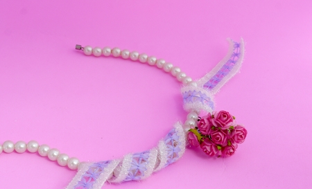 bolus: Pearl Bracelet, Lace and Pink Roses
