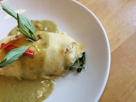 Green curry sauce Omurice with grilled chicken & eggplant - Omelette