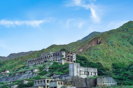 Restes de 13 couches (restes de la raffinerie de cuivre) dans la mer de Yinyang à Shuinandong, district de Ruifang, Nouveau Taipei, Taiwan. Banque d'images