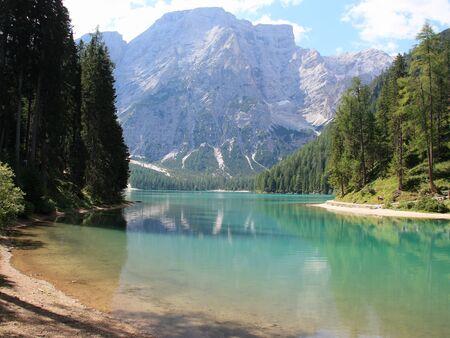 Braies alpejskie jezioro Południowy Tyrol Dolomity Włochy